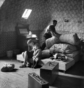 Famille+de+r%C3%A9fugi%C3%A9s+apr%C3%A8s+la+guerre+de+1939-1945.+%C2%A9Gaston+Paris%2FRoger-Viollet